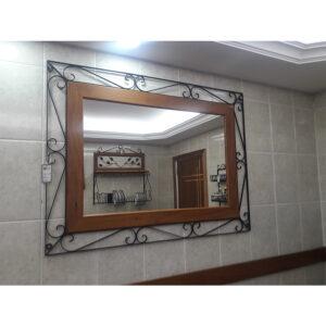Espelho Com Volutas Em Madeira RÚstico De DemoliÇÃo